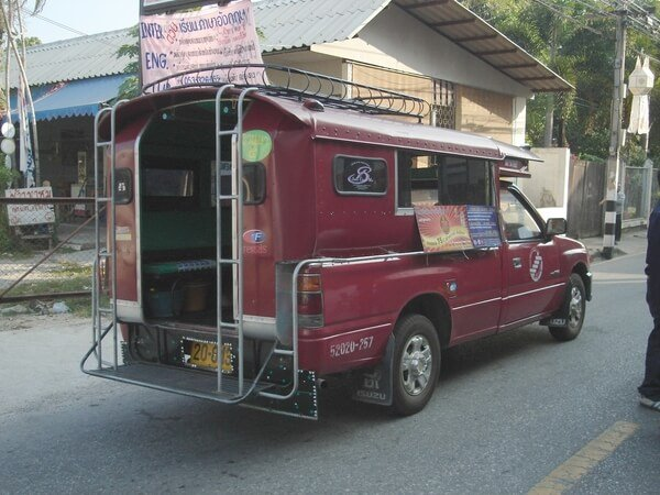 vehicles-in-thai-song-taew สองแถว